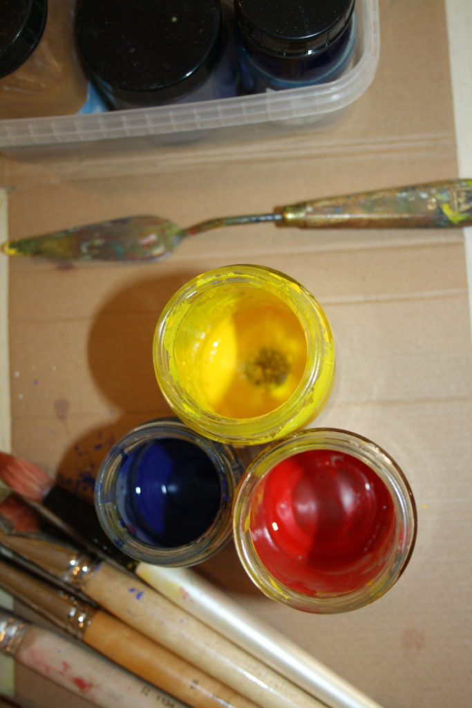 I mix the medium tempera; egg, water and pigment.